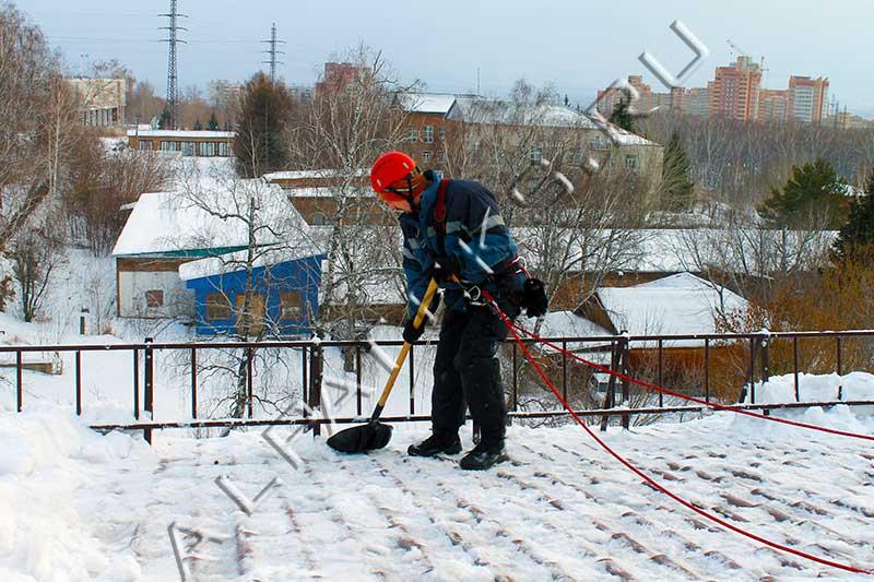 Очистка снега с крыши в воронеже